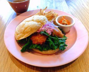 【NEWS LETTER】CAFETEL京都三条のランチプレートに新たに「ハモカツバーガー」の提供をスタート!